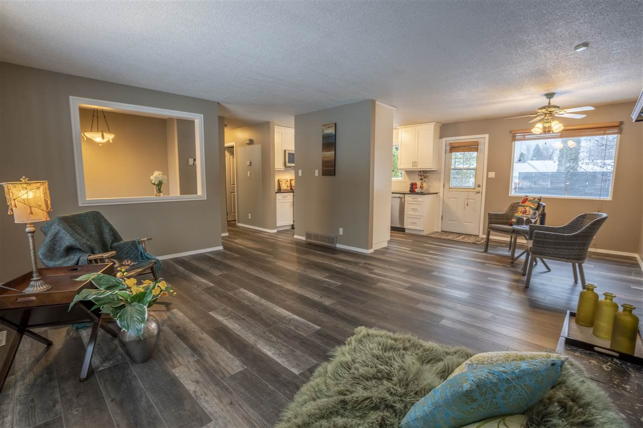 """Photo 6: Photos: 7827 QUEENS Crescent in Prince George: Lower College House for sale in """"LOWER COLLEGE HEIGHTS"""" (PG City South (Zone 74))  : MLS®# R2422885"""