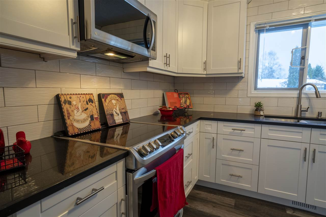 """Photo 11: Photos: 7827 QUEENS Crescent in Prince George: Lower College House for sale in """"LOWER COLLEGE HEIGHTS"""" (PG City South (Zone 74))  : MLS®# R2422885"""