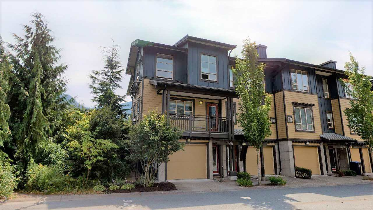 "Main Photo: 1282 STONEMOUNT Place in Squamish: Downtown SQ Townhouse for sale in ""Streams at Eaglewind"" : MLS®# R2481347"