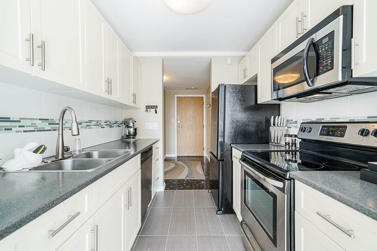 """Main Photo: 102 98 TENTH Street in New Westminster: Downtown NW Condo for sale in """"Plaza Pointe"""" : MLS®# R2496098"""