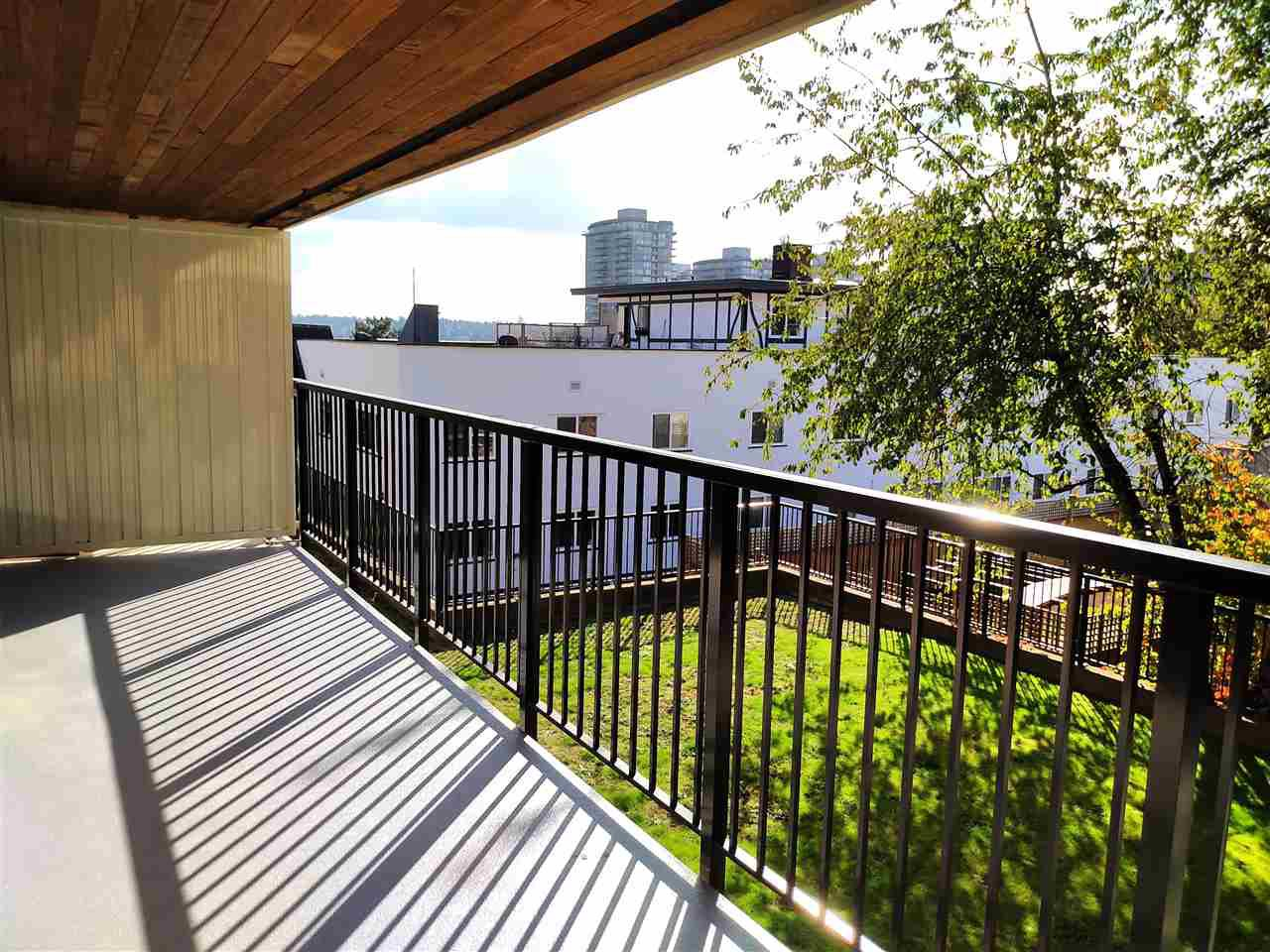 "Main Photo: 405 715 ROYAL Avenue in New Westminster: Uptown NW Condo for sale in ""Vista Royale"" : MLS®# R2511816"