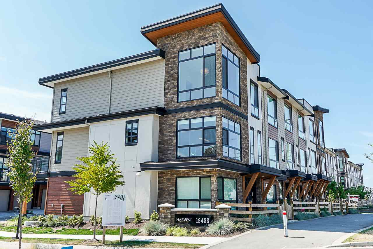 """Main Photo: 178 16488 64 Avenue in Surrey: Cloverdale BC Townhouse for sale in """"HARVEST AT BOSE FARMS"""" (Cloverdale)  : MLS®# R2413992"""
