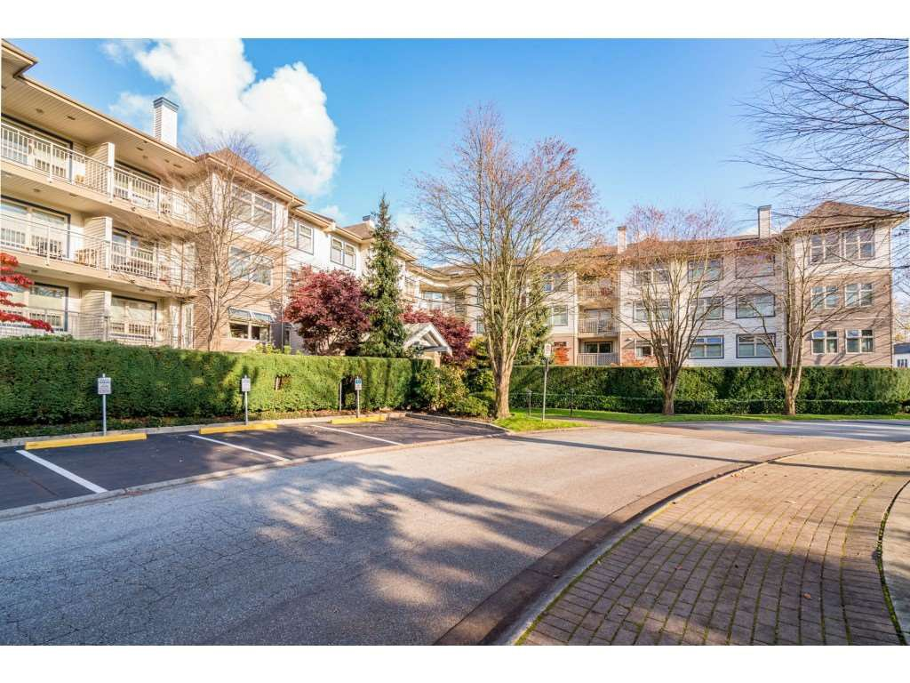"Main Photo: 407 15210 GUILDFORD Drive in Surrey: Guildford Condo for sale in ""Boulevard Club"" (North Surrey)  : MLS®# R2420347"
