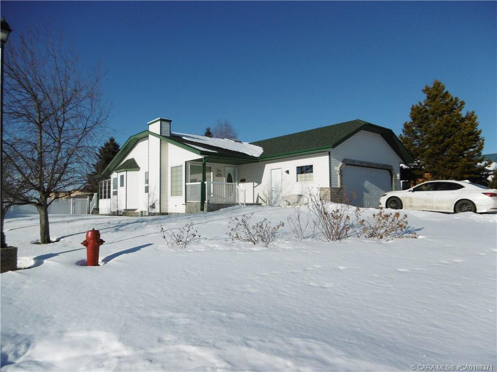 Main Photo: 4602 Rimwest Crescent in Rimbey: RY Rimbey Residential for sale (Ponoka County)  : MLS®# CA0188371