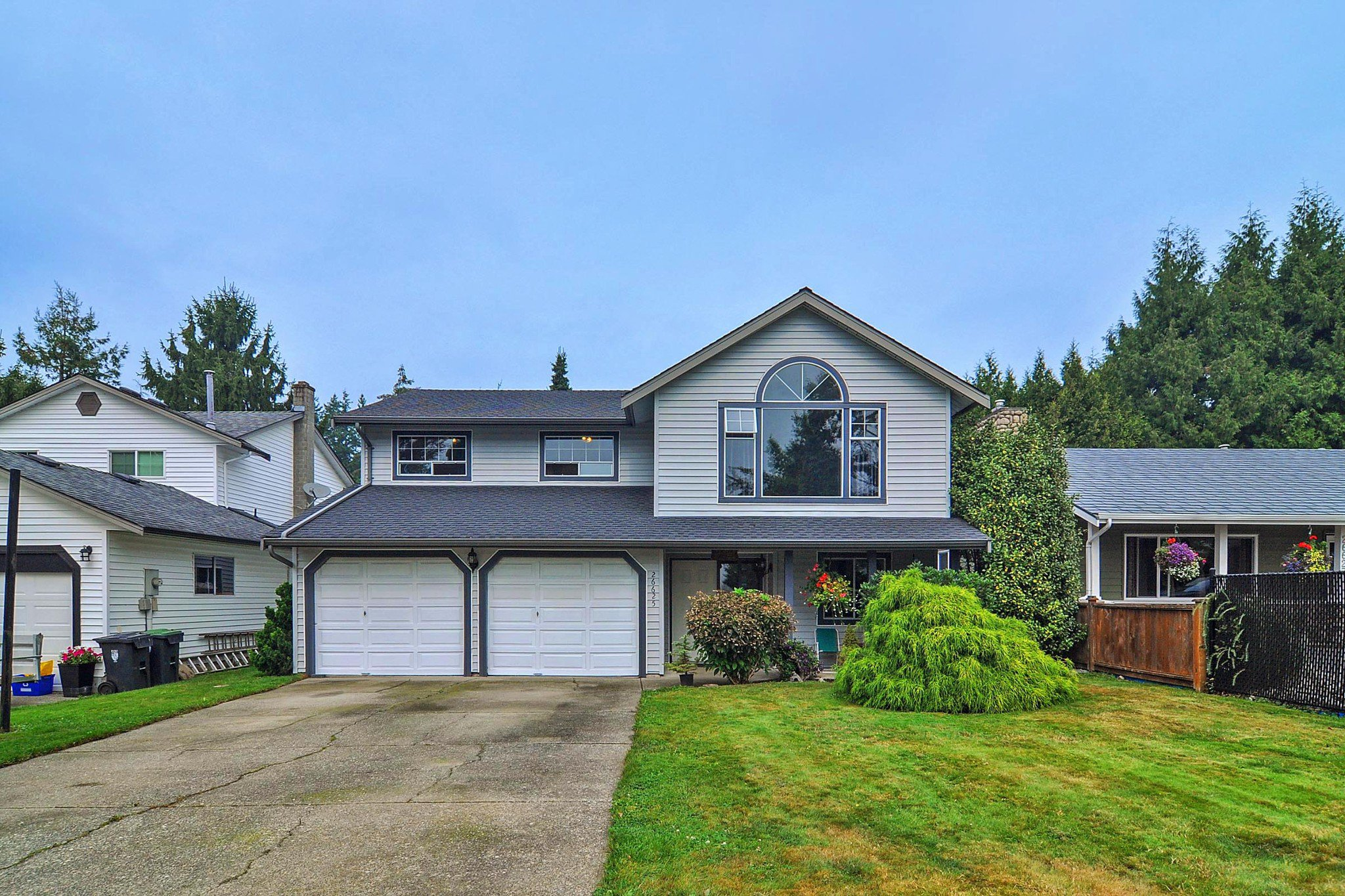Main Photo: 26625 28A Avenue in Langley: Aldergrove Langley House for sale : MLS®# R2500058