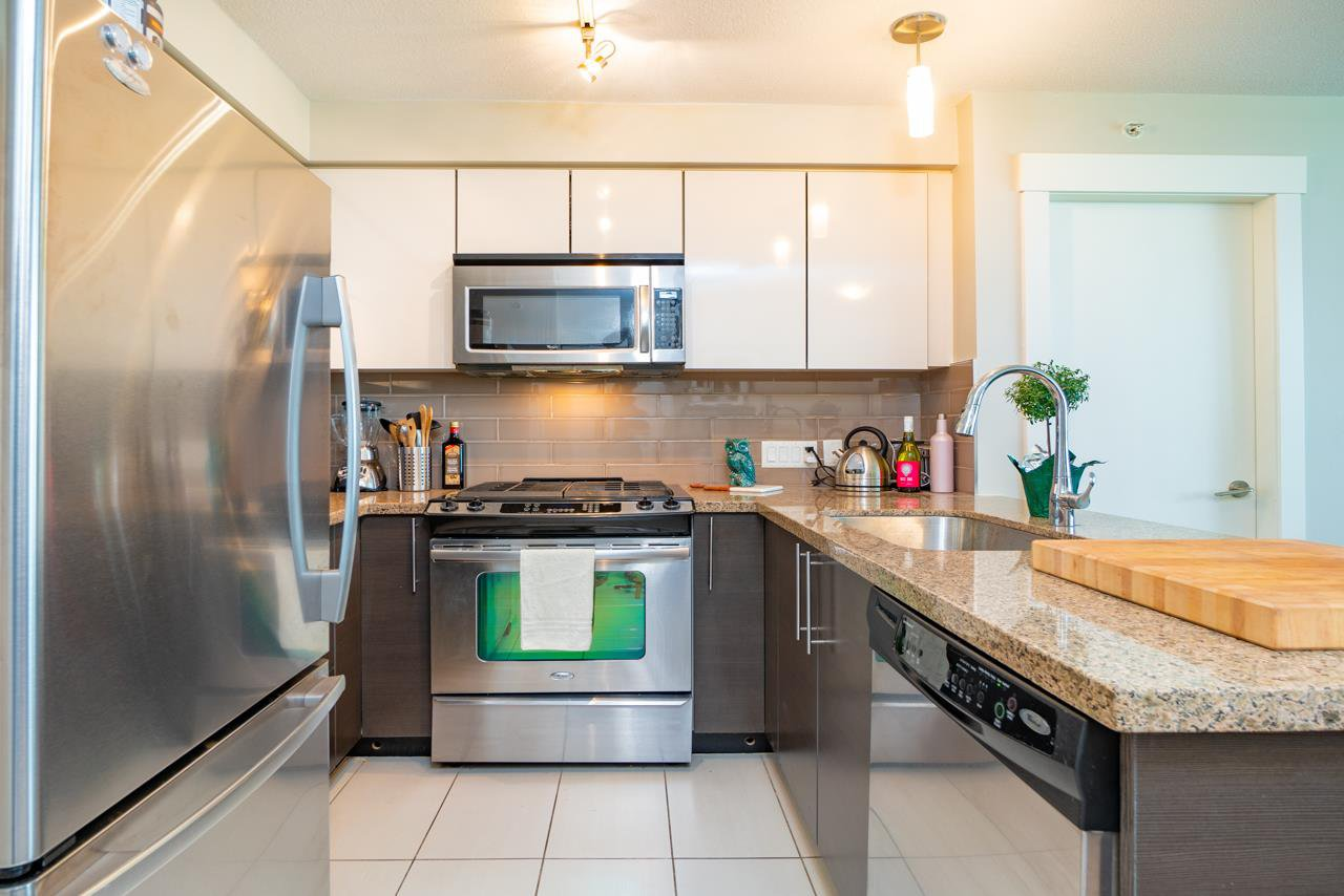 """Main Photo: 807 6733 BUSWELL Street in Richmond: Brighouse Condo for sale in """"NOVA"""" : MLS®# R2404990"""