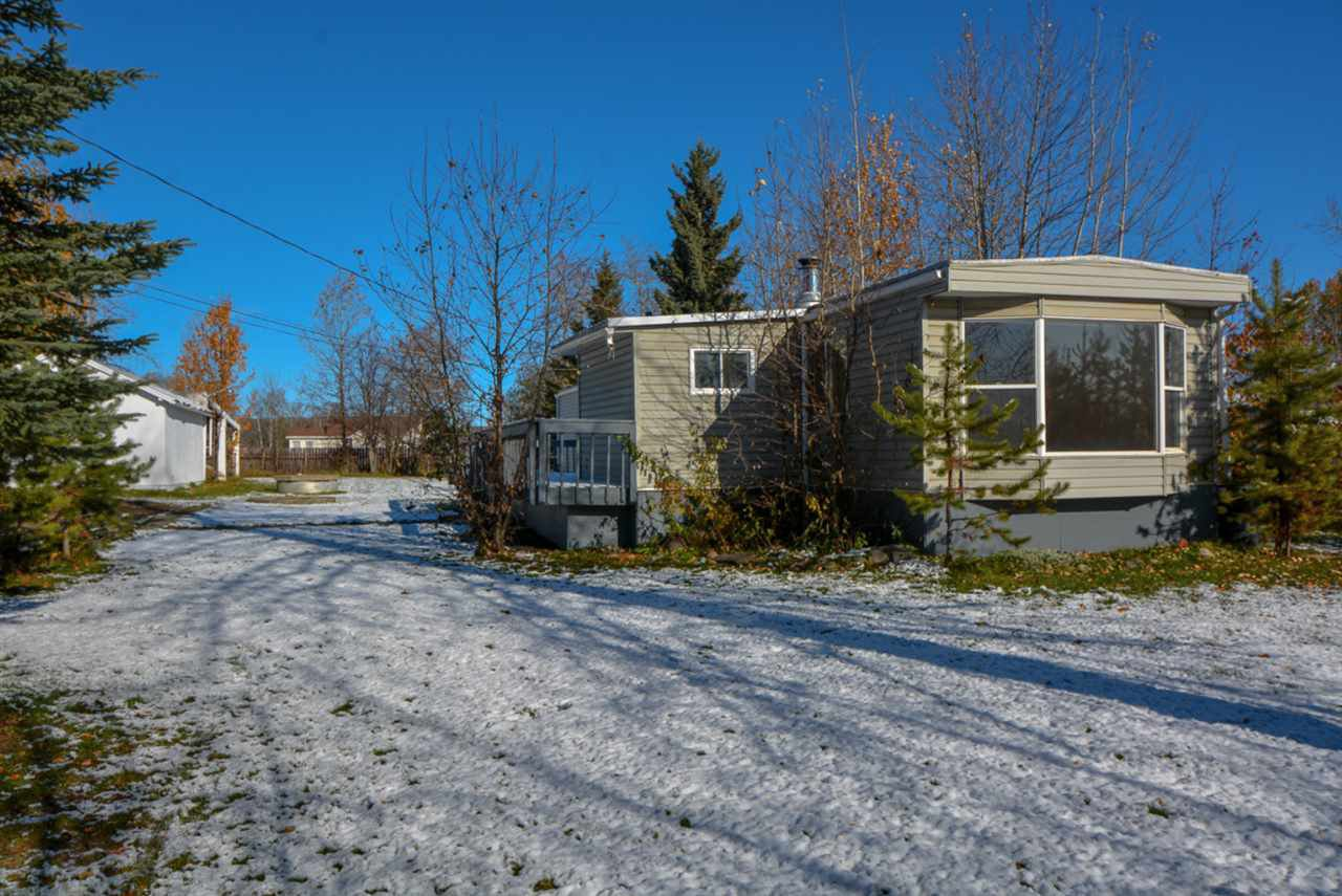 """Main Photo: 10928 POPLAR Avenue in Fort St. John: Fort St. John - Rural W 100th Manufactured Home for sale in """"CLAIRMONT SUBDIVISION"""" (Fort St. John (Zone 60))  : MLS®# R2412337"""