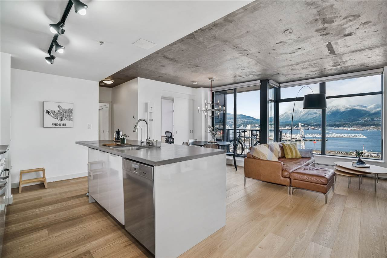 """Main Photo: 1701 128 W CORDOVA Street in Vancouver: Downtown VW Condo for sale in """"WOODWARDS - W43"""" (Vancouver West)  : MLS®# R2433823"""