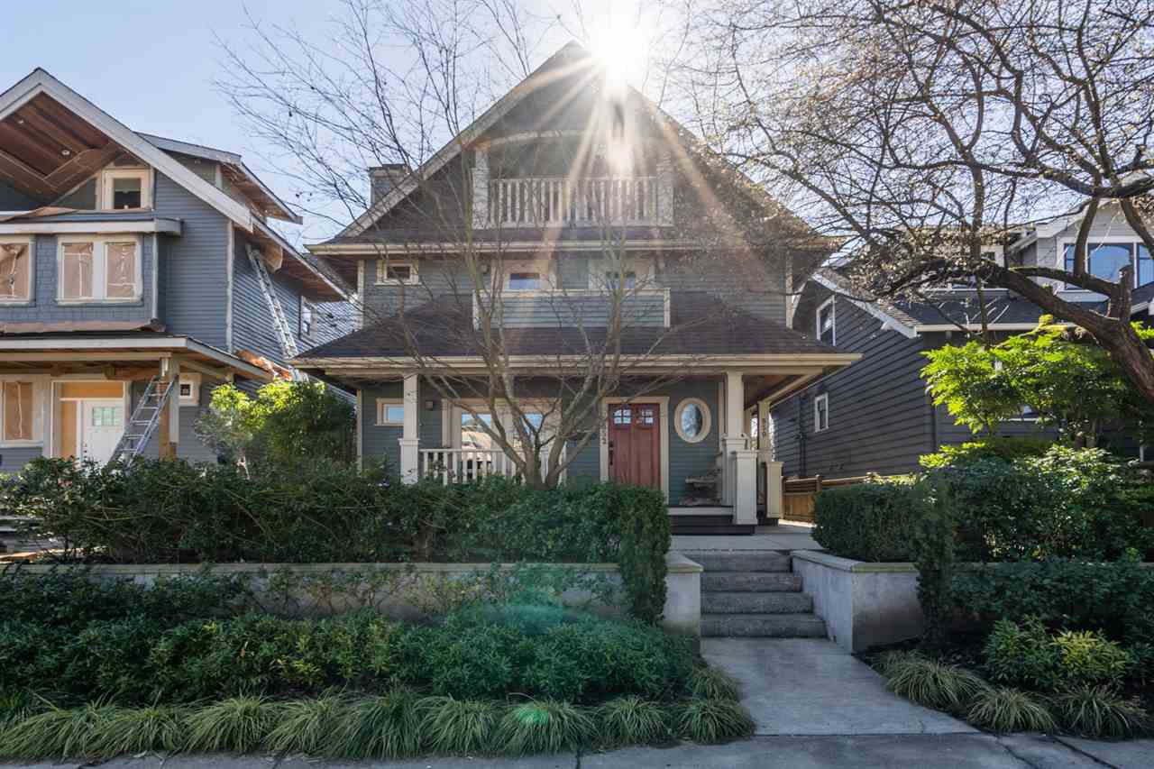 Main Photo: 852 E 10TH Avenue in Vancouver: Mount Pleasant VE House 1/2 Duplex for sale (Vancouver East)  : MLS®# R2446678