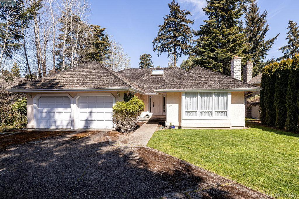 Main Photo: 3948 Scolton Lane in VICTORIA: SE Queenswood Single Family Detached for sale (Saanich East)  : MLS®# 424091