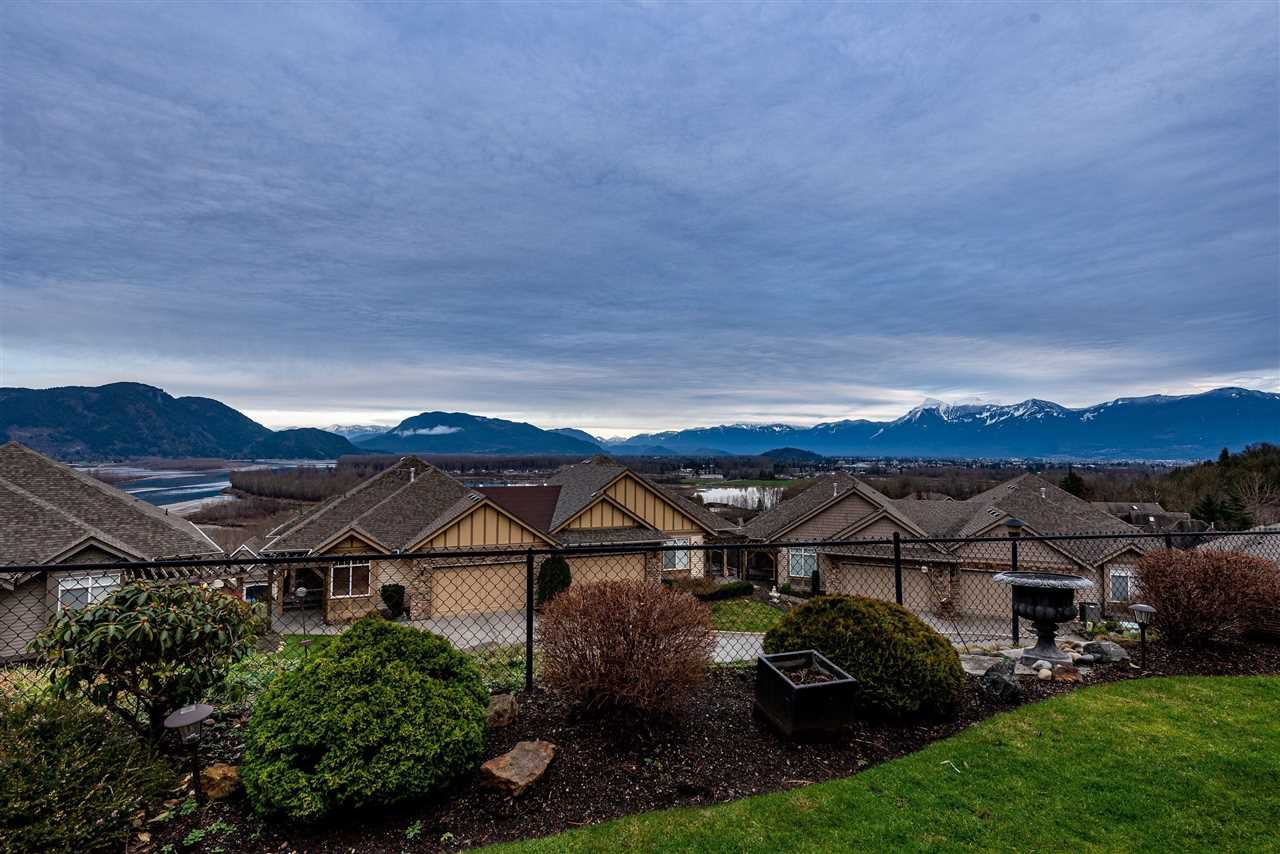 Main Photo: 19 43777 CHILLIWACK MOUNTAIN Road in Chilliwack: Chilliwack Mountain Townhouse for sale : MLS®# R2452869