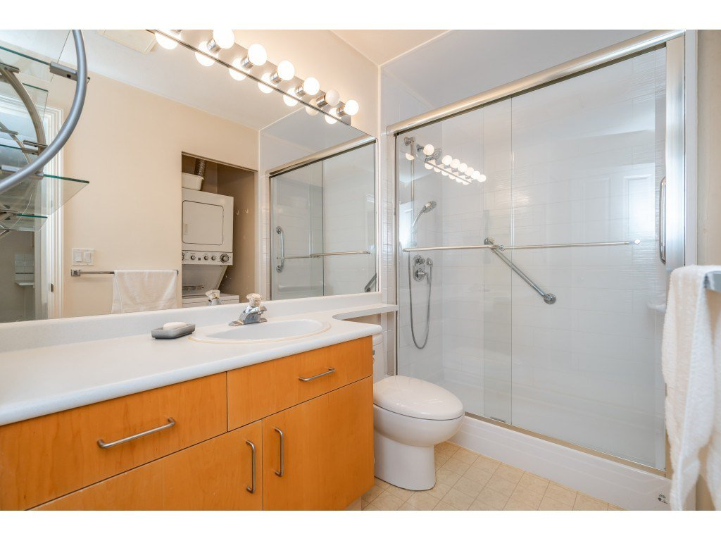 """Photo 13: Photos: 303 19750 64 Avenue in Langley: Willoughby Heights Condo for sale in """"Davenport"""" : MLS®# R2480874"""