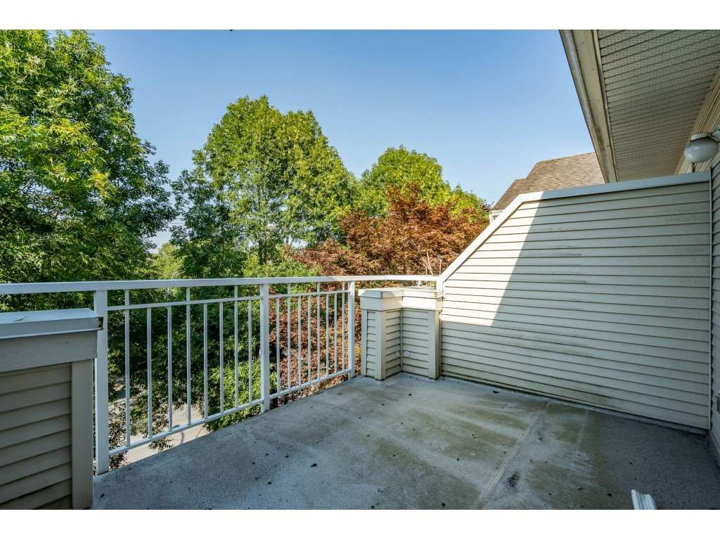 """Photo 19: Photos: 303 19750 64 Avenue in Langley: Willoughby Heights Condo for sale in """"Davenport"""" : MLS®# R2480874"""