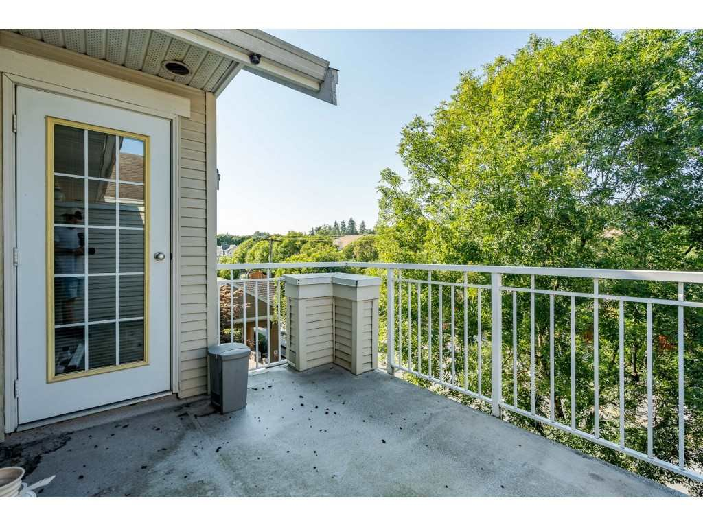 """Photo 16: Photos: 303 19750 64 Avenue in Langley: Willoughby Heights Condo for sale in """"Davenport"""" : MLS®# R2480874"""