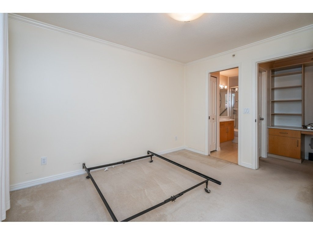 """Photo 12: Photos: 303 19750 64 Avenue in Langley: Willoughby Heights Condo for sale in """"Davenport"""" : MLS®# R2480874"""