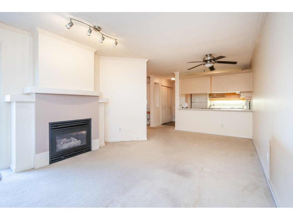 """Photo 8: Photos: 303 19750 64 Avenue in Langley: Willoughby Heights Condo for sale in """"Davenport"""" : MLS®# R2480874"""