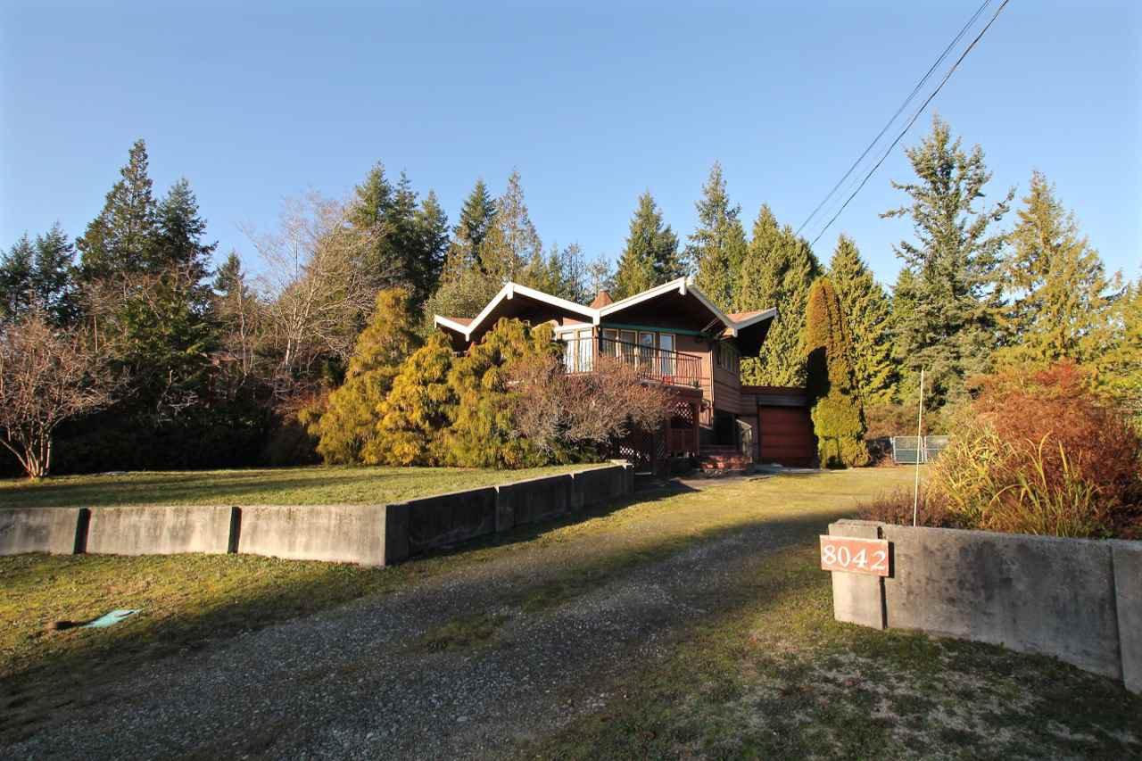 Main Photo: 8042 DOGWOOD Drive in Halfmoon Bay: Halfmn Bay Secret Cv Redroofs House for sale (Sunshine Coast)  : MLS®# R2426525