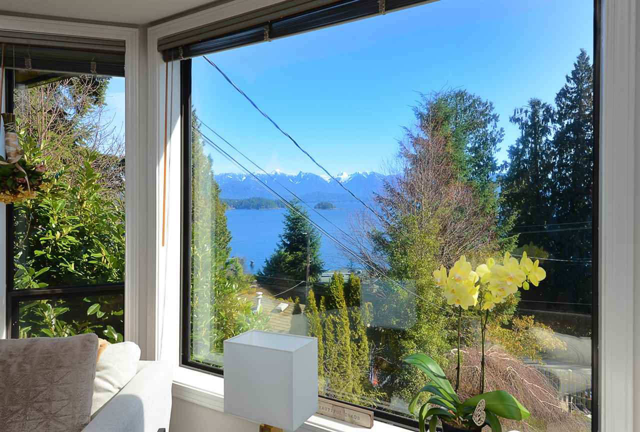 """Main Photo: 1187 MARINE Drive in Gibsons: Gibsons & Area House for sale in """"Hopkins Landing"""" (Sunshine Coast)  : MLS®# R2471035"""