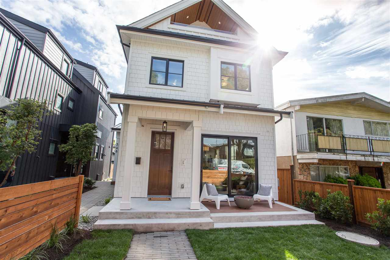 Main Photo: 346 E 39TH Avenue in Vancouver: Main 1/2 Duplex for sale (Vancouver East)  : MLS®# R2501554