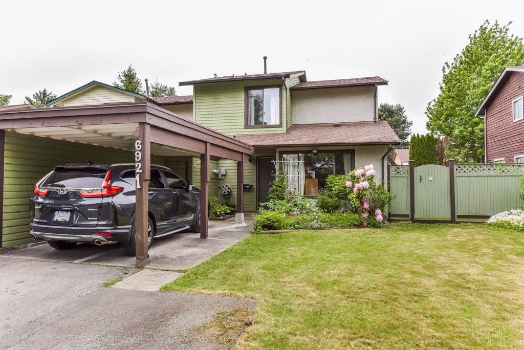 Main Photo: 6921 134A Street in Surrey: West Newton House 1/2 Duplex for sale : MLS®# R2389384