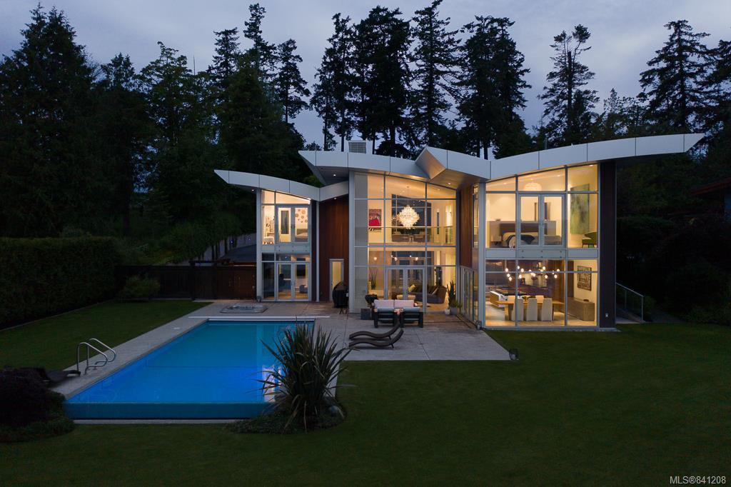 Main Photo: 8407 Lochside Dr in Central Saanich: CS Saanichton House for sale : MLS®# 841208