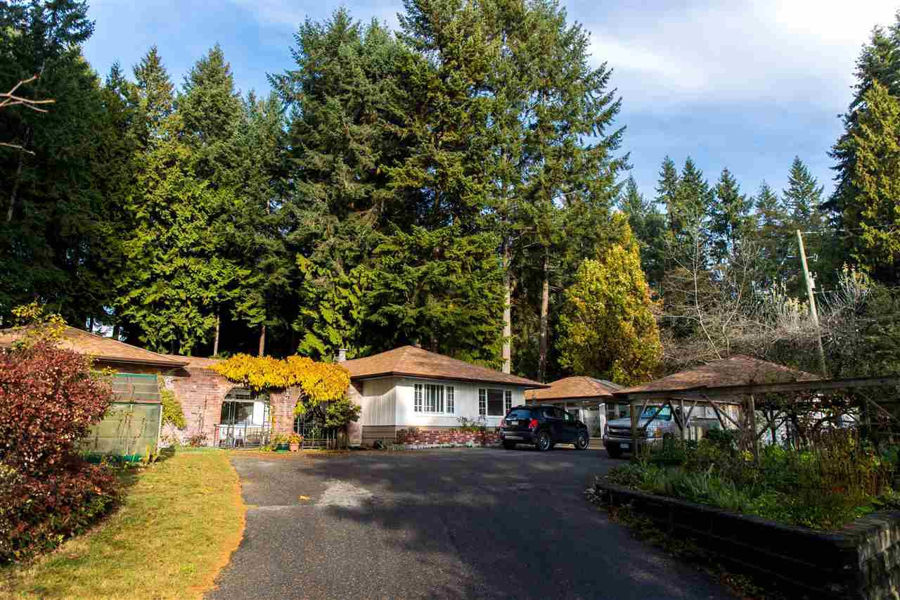 Main Photo: 260 KNIGHT Road in Gibsons: Gibsons & Area House for sale (Sunshine Coast)  : MLS®# R2425617