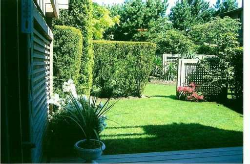 "Photo 3: Photos: 83 10220 DUNOON DR in Richmond: Broadmoor Townhouse for sale in ""MAPLE VILLIAGE"" : MLS®# V590677"