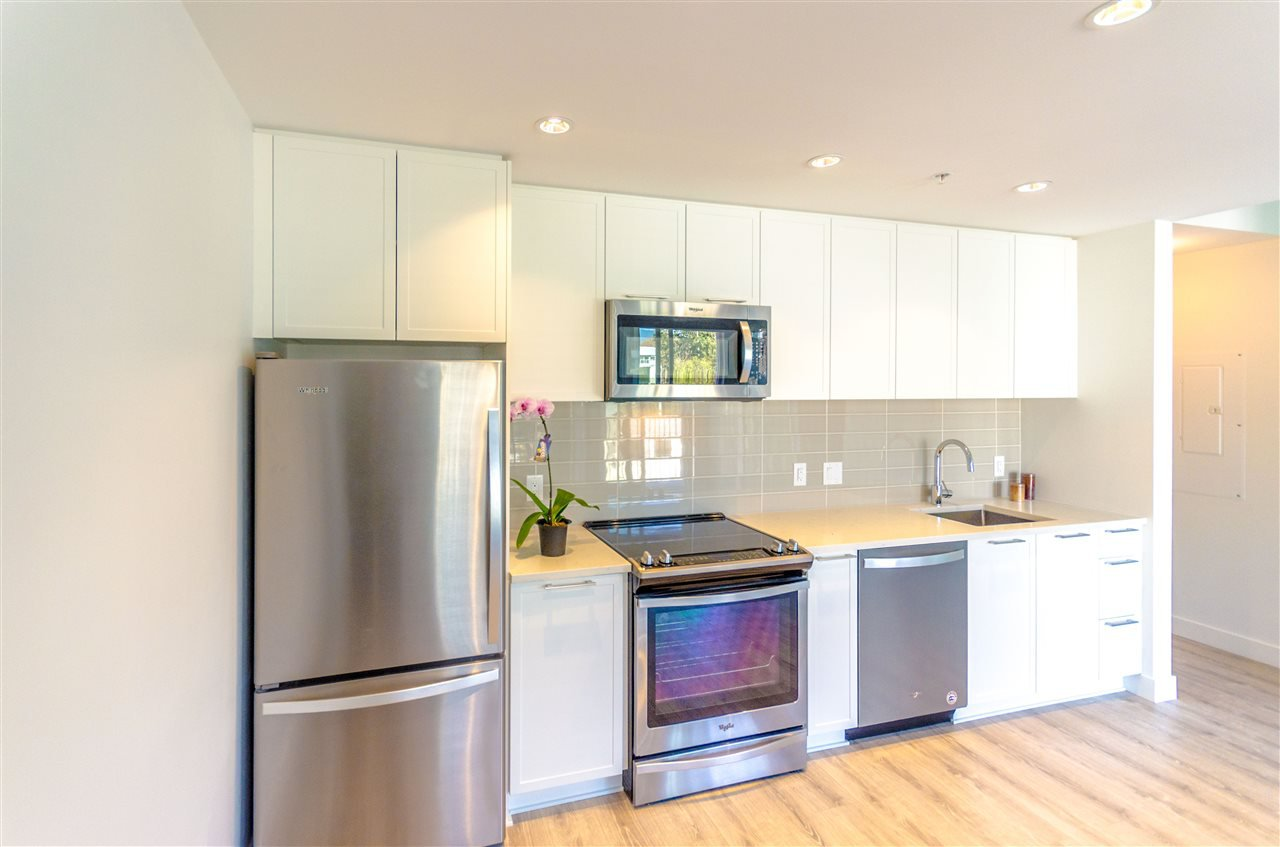 """Photo 7: Photos: 307 2382 ATKINS Avenue in Port Coquitlam: Central Pt Coquitlam Condo for sale in """"PARC EAST"""" : MLS®# R2417845"""