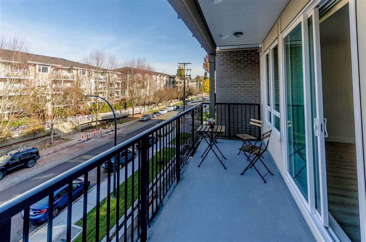 """Photo 15: Photos: 307 2382 ATKINS Avenue in Port Coquitlam: Central Pt Coquitlam Condo for sale in """"PARC EAST"""" : MLS®# R2417845"""