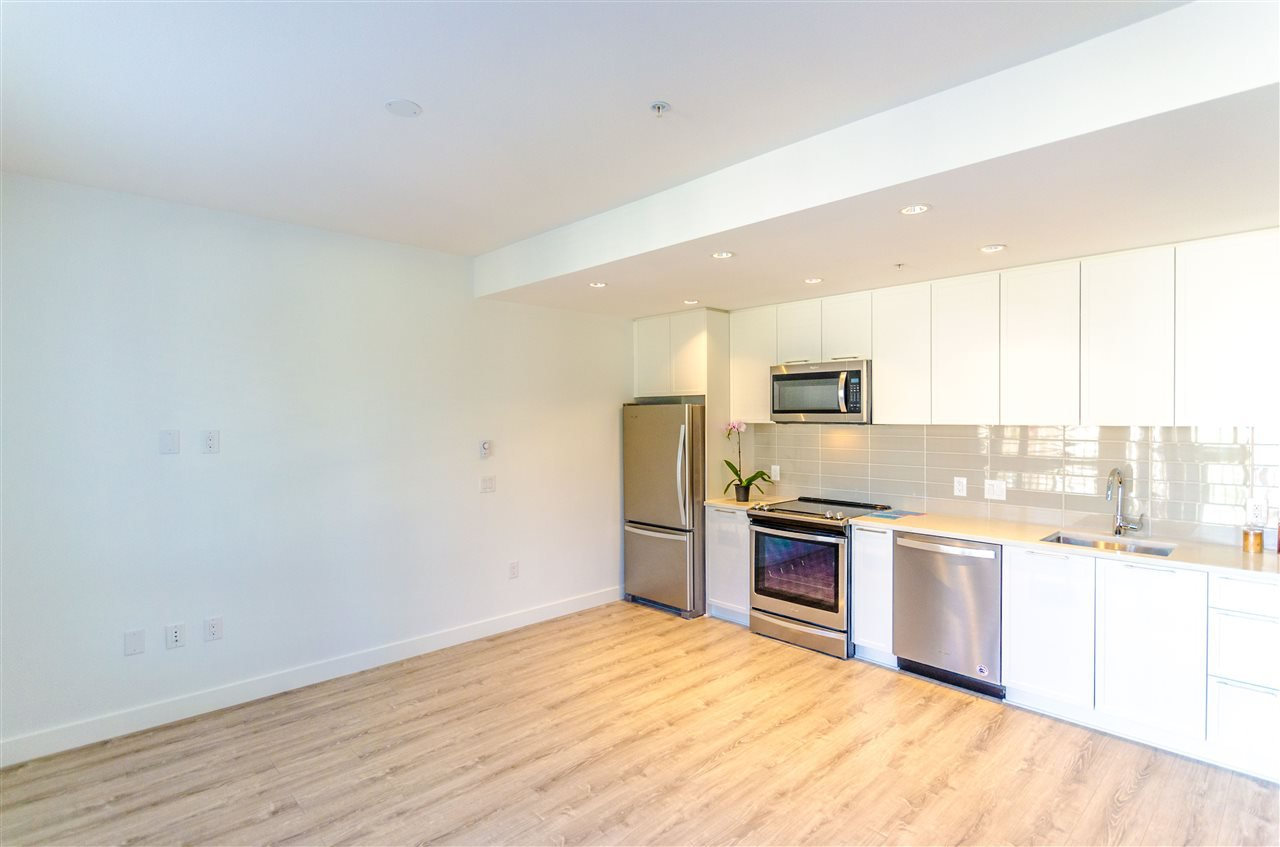 """Photo 5: Photos: 307 2382 ATKINS Avenue in Port Coquitlam: Central Pt Coquitlam Condo for sale in """"PARC EAST"""" : MLS®# R2417845"""