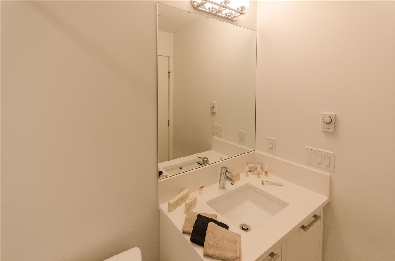 """Photo 17: Photos: 307 2382 ATKINS Avenue in Port Coquitlam: Central Pt Coquitlam Condo for sale in """"PARC EAST"""" : MLS®# R2417845"""