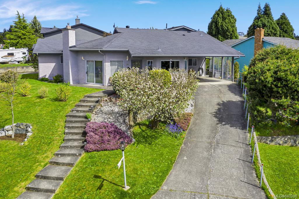 Main Photo: 799 Cameo St in Saanich: SE High Quadra Single Family Detached for sale (Saanich East)  : MLS®# 840208