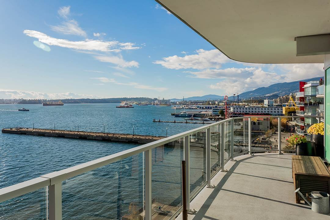 "Main Photo: 701 199 VICTORY SHIP Way in North Vancouver: Lower Lonsdale Condo for sale in ""TROPHY AT THE PIER"" : MLS®# R2509292"