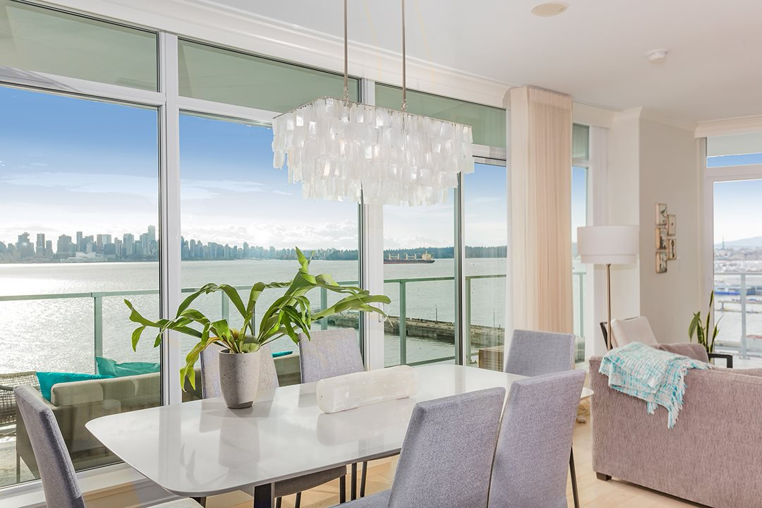 """Photo 2: Photos: 701 199 VICTORY SHIP Way in North Vancouver: Lower Lonsdale Condo for sale in """"TROPHY AT THE PIER"""" : MLS®# R2509292"""