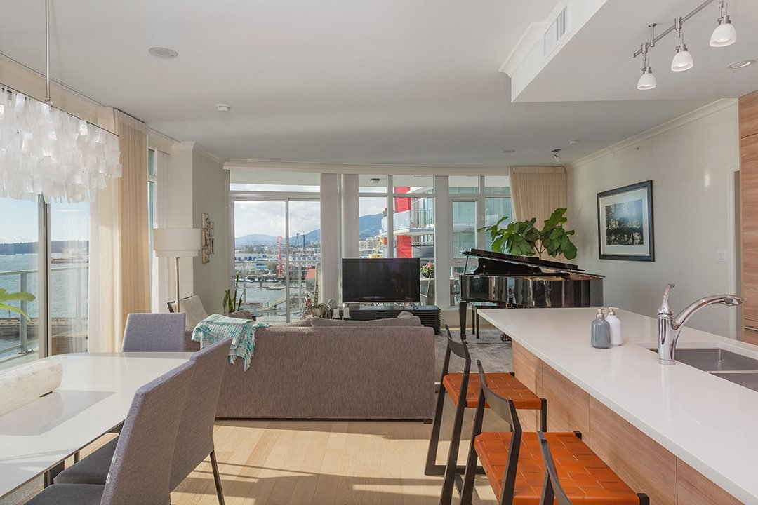"""Photo 10: Photos: 701 199 VICTORY SHIP Way in North Vancouver: Lower Lonsdale Condo for sale in """"TROPHY AT THE PIER"""" : MLS®# R2509292"""