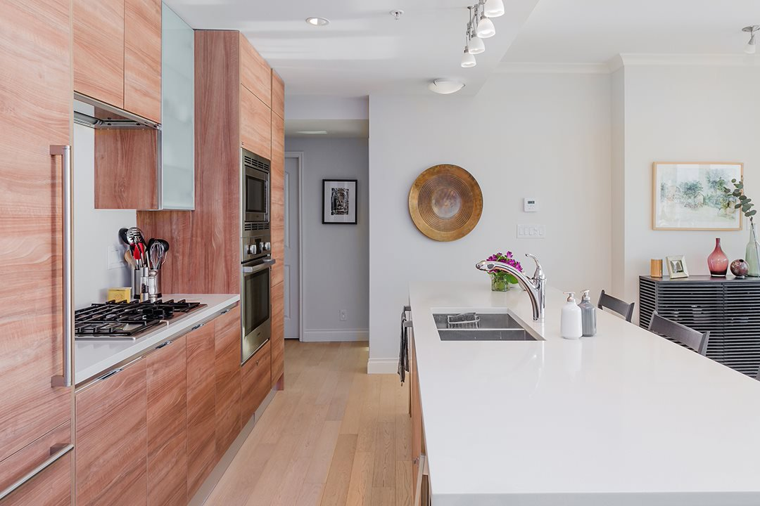 """Photo 8: Photos: 701 199 VICTORY SHIP Way in North Vancouver: Lower Lonsdale Condo for sale in """"TROPHY AT THE PIER"""" : MLS®# R2509292"""