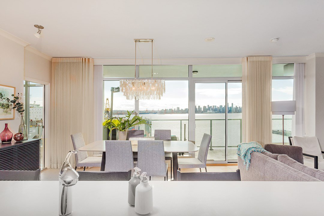 """Photo 3: Photos: 701 199 VICTORY SHIP Way in North Vancouver: Lower Lonsdale Condo for sale in """"TROPHY AT THE PIER"""" : MLS®# R2509292"""