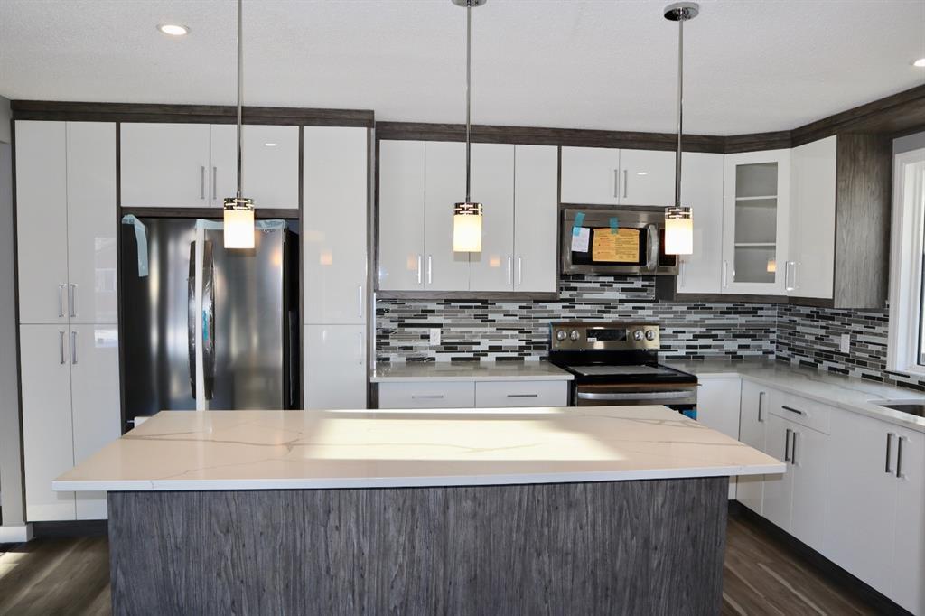 Main Photo: 1452 43 Street NE in Calgary: Marlborough Detached for sale : MLS®# A1050782
