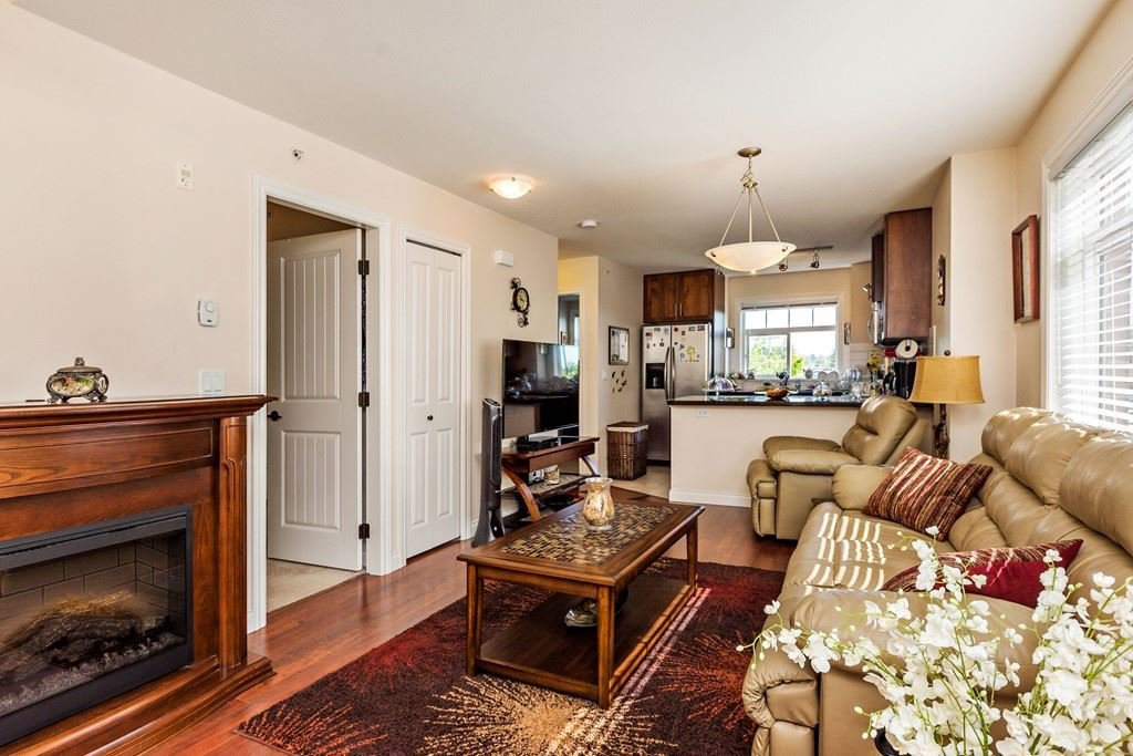 """Photo 2: Photos: 375 20170 FRASER Highway in Langley: Langley City Condo for sale in """"PADDINGTON STATION"""" : MLS®# R2436069"""