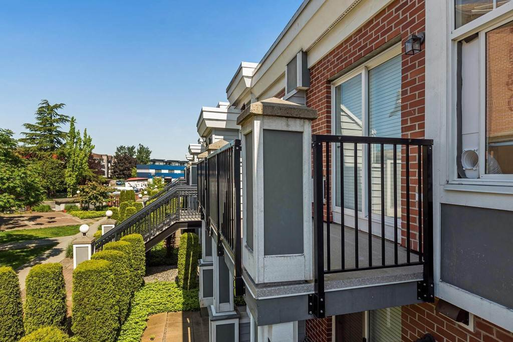 """Photo 10: Photos: 375 20170 FRASER Highway in Langley: Langley City Condo for sale in """"PADDINGTON STATION"""" : MLS®# R2436069"""