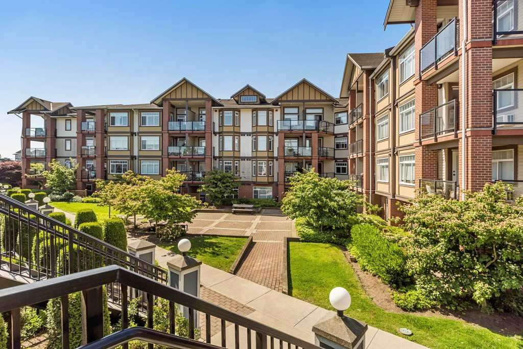 """Photo 11: Photos: 375 20170 FRASER Highway in Langley: Langley City Condo for sale in """"PADDINGTON STATION"""" : MLS®# R2436069"""