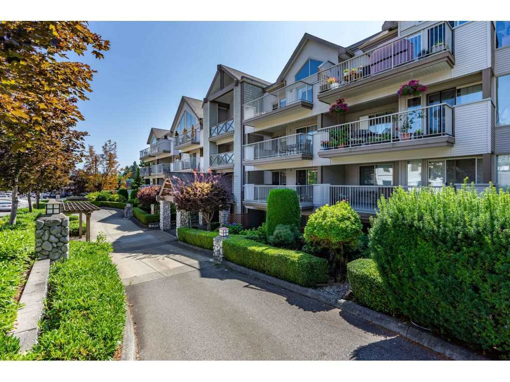 "Main Photo: 403 33478 ROBERTS Avenue in Abbotsford: Central Abbotsford Condo for sale in ""Aspen Creek"" : MLS®# R2447694"