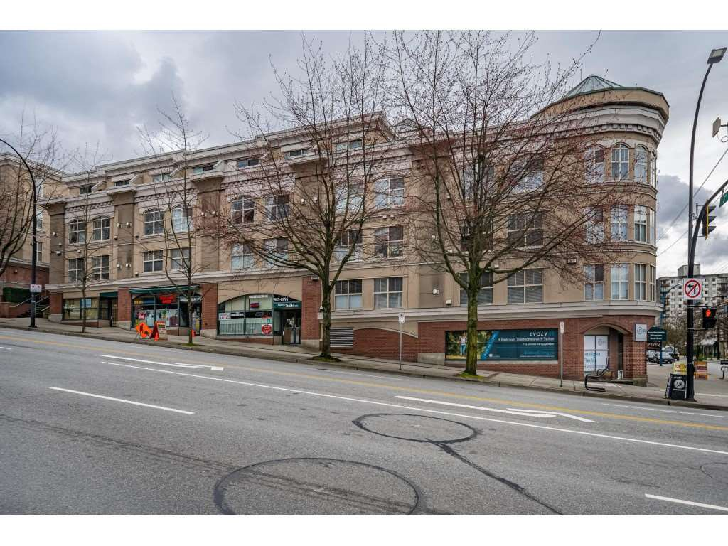 "Main Photo: C10 332 LONSDALE Avenue in North Vancouver: Lower Lonsdale Condo for sale in ""The Calypso"" : MLS®# R2448637"
