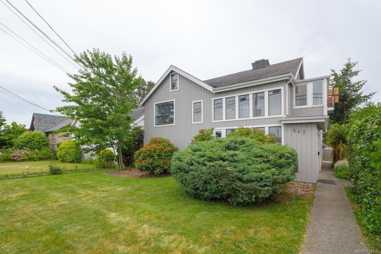 Main Photo: 547 E Burnside Rd in : Vi Burnside Triplex for sale (Victoria)  : MLS®# 854620