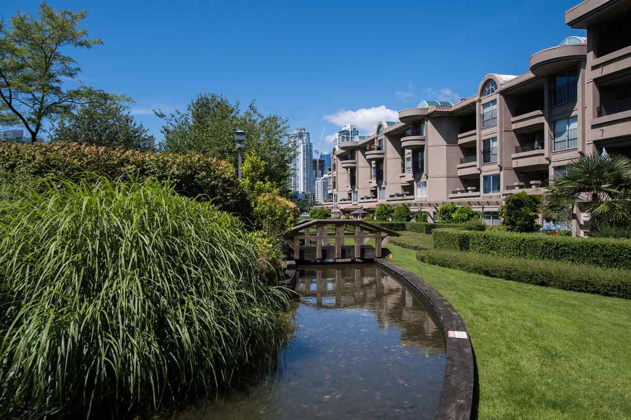 "Photo 25: Photos: 213 525 WHEELHOUSE Square in Vancouver: False Creek Condo for sale in ""Henley Court"" (Vancouver West)  : MLS®# R2510479"