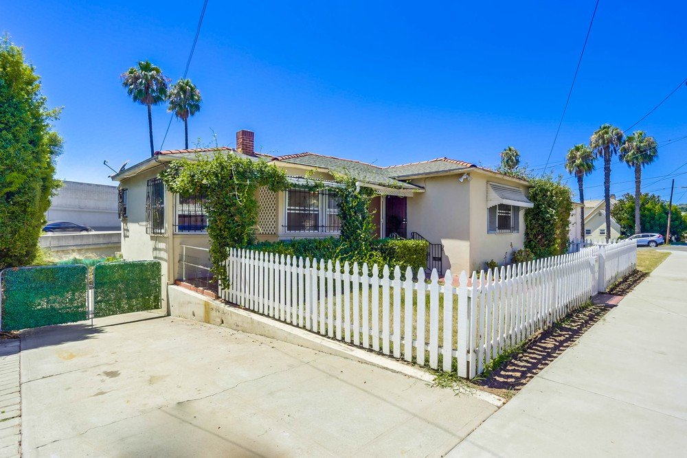 Main Photo: MIDDLETOWN House for sale : 3 bedrooms : 2150 Union St in San Diego