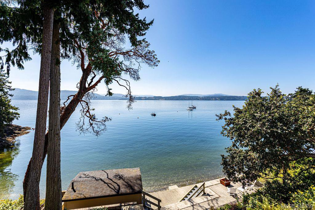 Main Photo: 10770 Madrona Drive in NORTH SAANICH: NS Deep Cove Single Family Detached for sale (North Saanich)  : MLS®# 415389