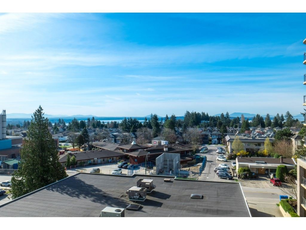 "Main Photo: 604 15466 NORTH BLUFF Road: White Rock Condo for sale in ""THE SUMMIT"" (South Surrey White Rock)  : MLS®# R2420204"