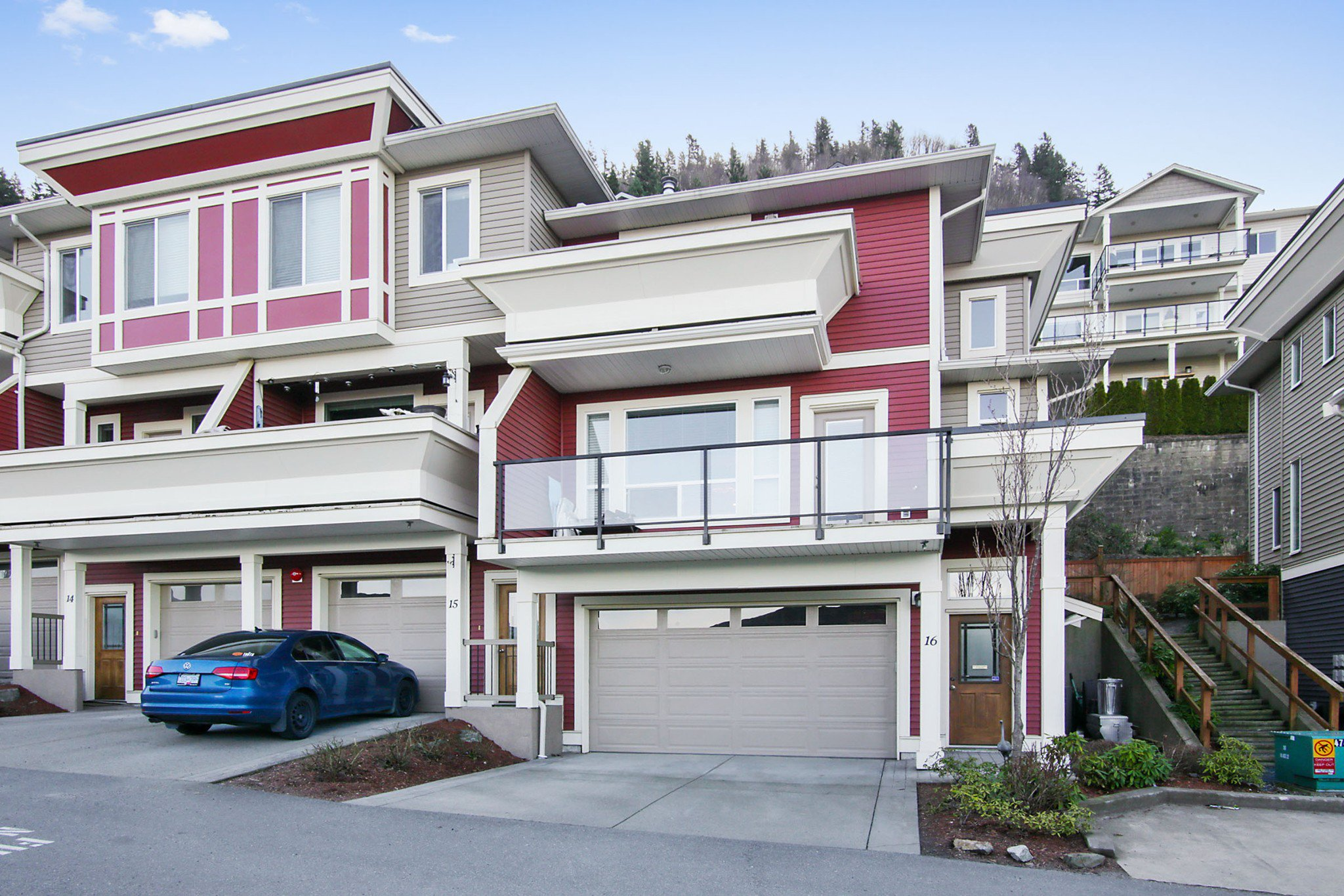 "Main Photo: 16 47315 SYLVAN Drive in Chilliwack: Promontory Townhouse for sale in ""SPECTRUM"" (Sardis)  : MLS®# R2438096"