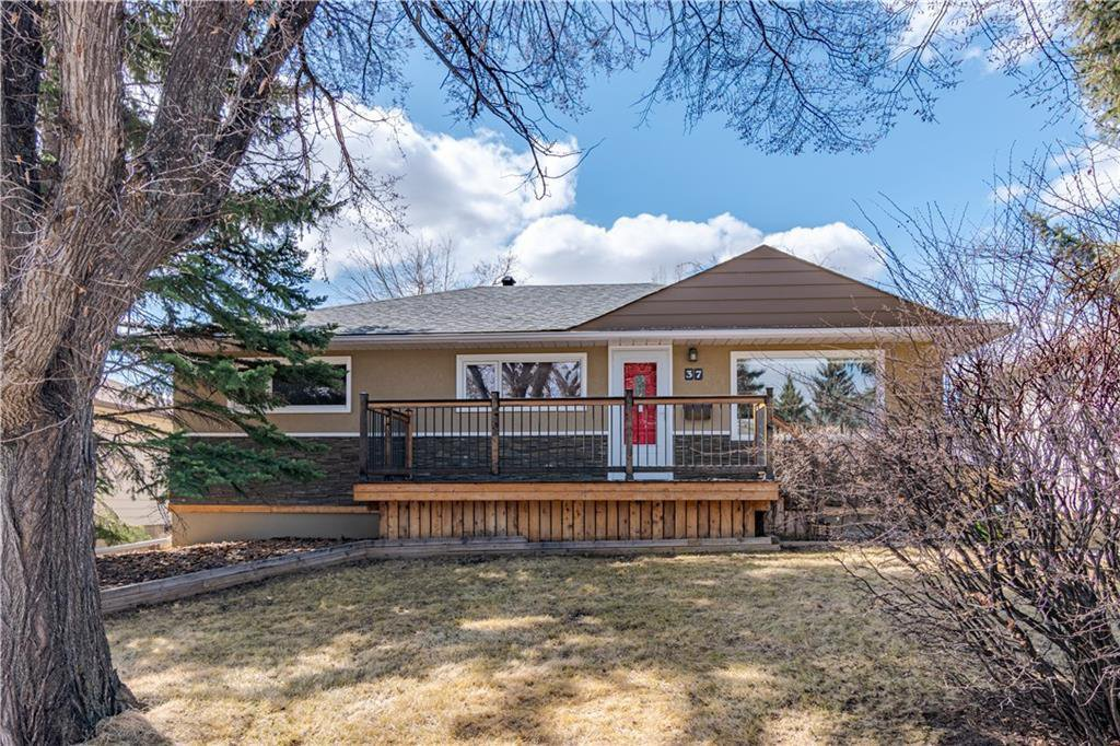 Main Photo: 37 CADOGAN Road NW in Calgary: Cambrian Heights Detached for sale : MLS®# C4294170